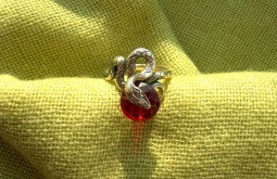 Кольцо Змея с камнем. .  Серебро, фианит. .  Ширина 2 см. Ручная работа. .  При заказе указывайте размер кольца.